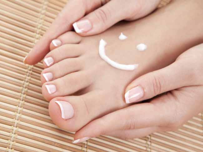 pie con sonrisa dibujada con crema